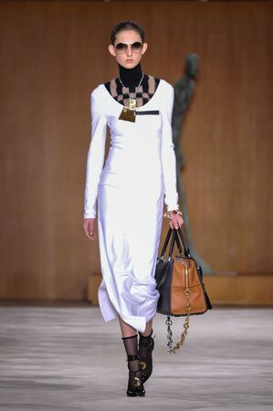 extra large: PARIS, FRANCE - MARCH 4: Model Jay Wright walks runway at the Loewe show during Paris Fashion Week AutumnWinter 201617 on March 4, 2016 in Paris, France. Editorial