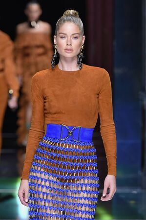 suede belt: PARIS, FRANCE - OCTOBER 01: Doutzen Kroes walks the runway during the Balmain show as part of the Paris Fashion Week Womenswear SpringSummer 2016 on October 1, 2015 in Paris, France. Editorial