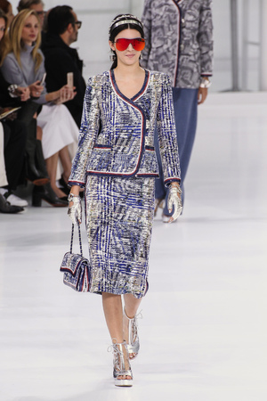 chanel: PARIS, FRANCE - OCTOBER 06: Kendall Jenner walks the runway during the Chanel show as part of the Paris Fashion Week Womenswear SpringSummer 2016 on October 6, 2015 in Paris, France.