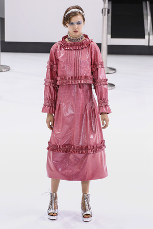 chanel: PARIS, FRANCE - OCTOBER 06: Lindsey Wixson walks the runway during the Chanel show as part of the Paris Fashion Week Womenswear SpringSummer 2016 on October 6, 2015 in Paris, France. Editorial