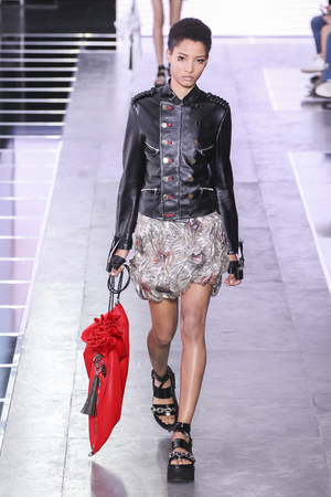 vuitton: PARIS, FRANCE - OCTOBER 07: A model walks the runway during the Louis Vuitton show as part of the Paris Fashion Week Womenswear SpringSummer 2016 on October 07, 2015 in Paris, France.