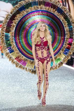 PARIS, FRANCE - NOVEMBER 30: Devon Windsor walks the runway at the Victorias Secret Fashion Show on November 30, 2016 in Paris, France.