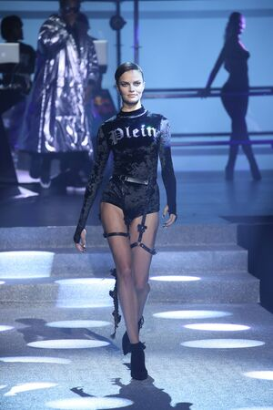 NEW YORK, NY - SEPTEMBER 09: Model Barbara Fialho walks the runway at the Philipp Plein fashion show during New York Fashion Week: The Shows at Hammerstein Ballroom on September 9, 2017 in New York City. Reklamní fotografie - 86657605