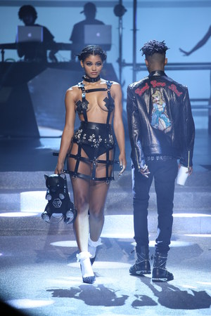 NEW YORK, NY - SEPTEMBER 09: A model walks the runway at the Philipp Plein fashion show during New York Fashion Week: The Shows at Hammerstein Ballroom on September 9, 2017 in New York City. Redakční