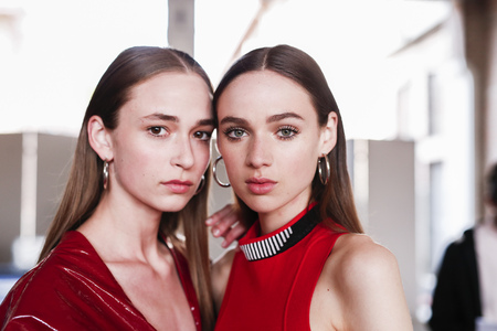 MILAN, ITALY - SEPTEMBER 23: Models are seen backstage ahead of the Aquilano Rimondi show during Milan Fashion Week SpringSummer 2018 on September 23, 2017 in Milan, Italy. Publikacyjne