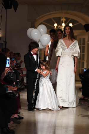 NEW YORK, NY - APRIL 12: Models walk the runway finale during the Oleg Cassini Spring 2019 Bridal fashion show on April 12, 2018 in New York City. Редакционное