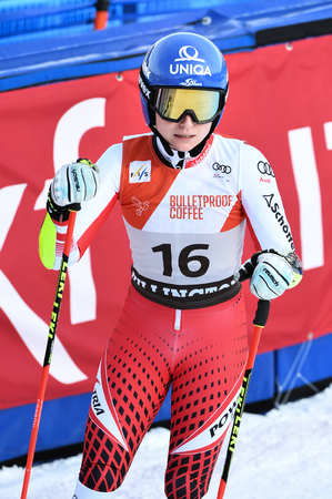 KILLINGTON, VERMONT - NOVEMBER 24: Bernadette Schild of Austria competes in the first run of the Giant Slalom at the Audi FIS Ski World Cup on November 24, 2018 in Killington, Vermont. Redactioneel