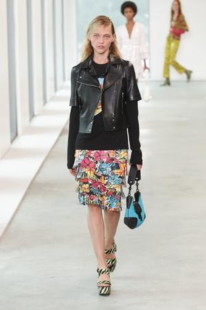 NEW YORK, NY - SEPTEMBER 12: A model walks the runway wearing Michael Kors Spring 2019 on September 12, 2018 in New York City. Sajtókép