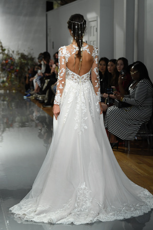 NEW YORK, NY - APRIL 11: A model walks the runway during the Morilee by Madeline Gardner Spring 2020 bridal fashion show at New York Fashion Week: Bridal on April 11, 2019 in NYC. Sajtókép