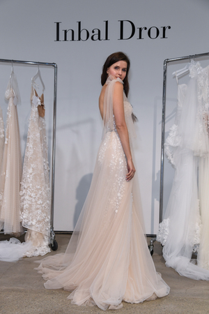 NEW YORK, NY - APRIL 13: A model poses during the Inbal Dror Spring 2020 bridal fashion presentation at New York Fashion Week: Bridal on April 13, 2019 in NYC. Sajtókép