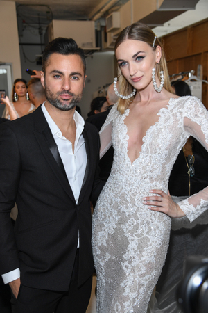 NEW YORK, NY - APRIL 12: Nir Moscovich and model posing backstage before the Berta Bridal Spring 2020 fashion show at New York Fashion Week: Bridal on April 12, 2019 in NYC. Publikacyjne