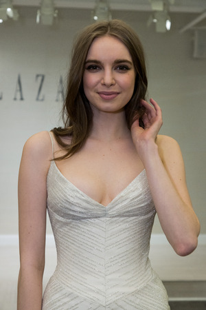 NEW YORK, NY - APRIL 12: A model posing during Lazaro  Spring 2020 bridal fashion presentation at New York Fashion Week: Bridal on April 12, 2019 in NYC. 新聞圖片