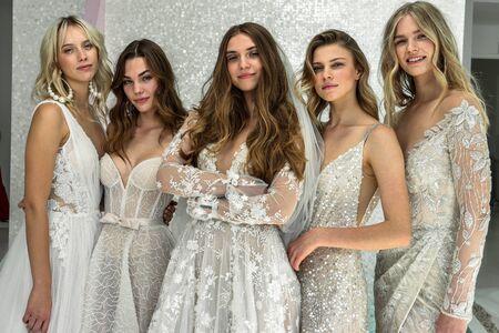 NEW YORK, NY - OCTOBER 6: Models posing during the Galia Lahav Fall 2020 Bridal Presentation on OCTOBER 6, 2019 in New York City. Redactioneel