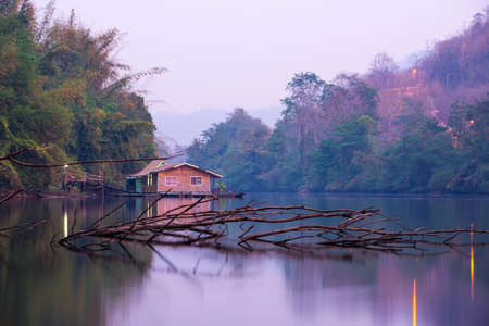 no body: No body live in waste house on raft but sometime traveler just rest occasionally.