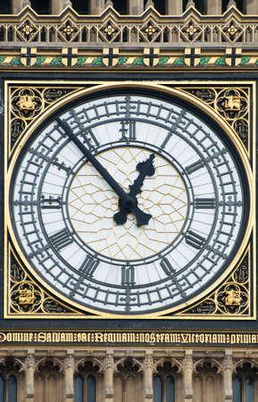 Das Zifferblatt von Big Ben in London Standard-Bild - 13744814