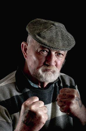 Verärgerte alte Mann