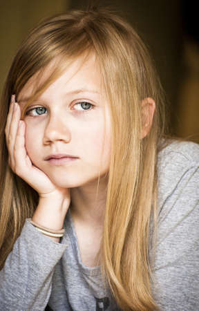avergonzado: Muchacha triste