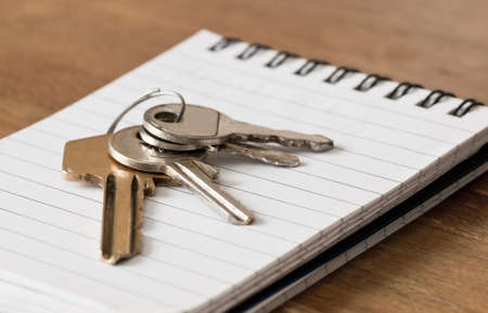 House keys on note pad Stock Photo - 16710277