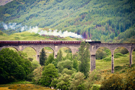 traverse: Viaduct in the scottish highlands