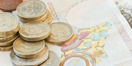 sterlina: Risparmi bancari