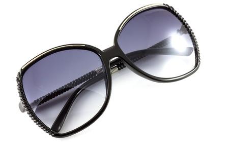 modelos negras: Negro gafas de sol de moda aislar en blanco