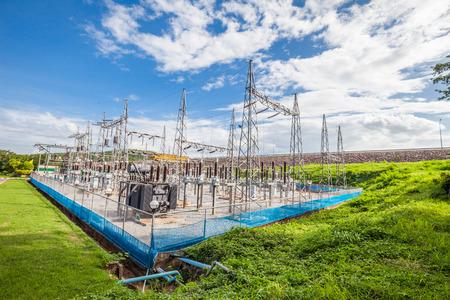 スイッチ、コネクタ、タイで高電圧変電所の一部