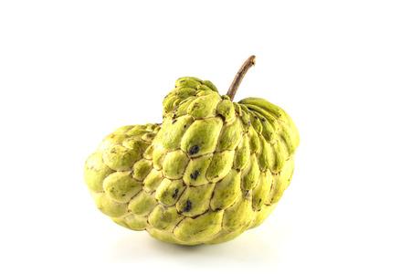 sweetsop: Sugar Apple (custard apple, Annona, sweetsop, Cherimoya frutta) su sfondo bianco