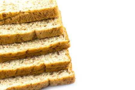 melba: El trigo entero pan rebanado en blanco Foto de archivo
