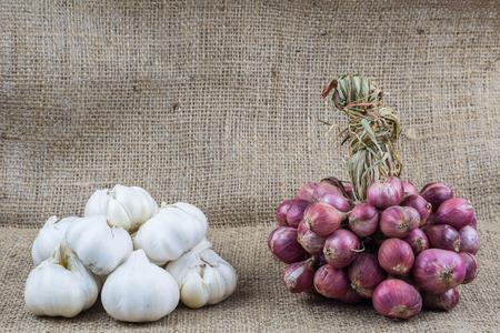 Garlic and shallots on sackcloth background Stockfoto