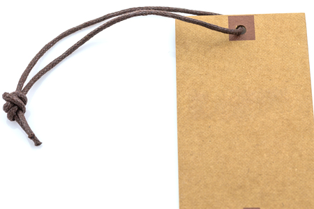 Marrón etiqueta en blanco sobre fondo blanco Foto de archivo - 57693493