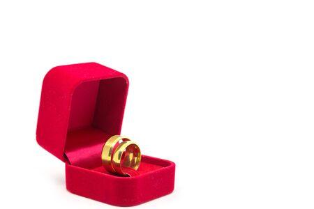 Wedding ring in red velvet box on white background Stockfoto