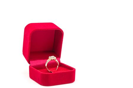 Wedding ring in red velvet box on white background Standard-Bild - 129454921