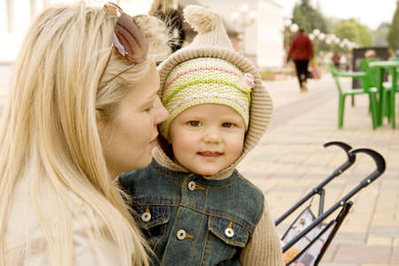explains: Mum explains something to the child which costs nearby and listens