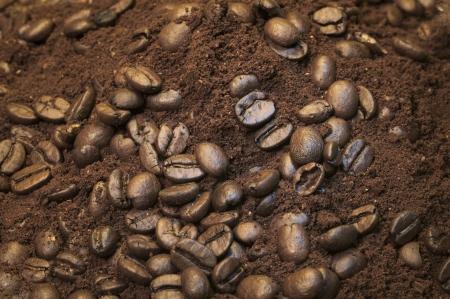 Gemalen koffie en bonen