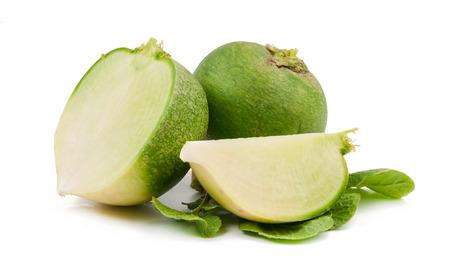 dikon: rábano verde aislado en el fondo blanco Foto de archivo
