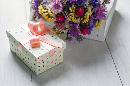gift box and flowers on a light background Stockfoto