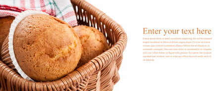 picknick: Cupcakes in basket isolated on white background