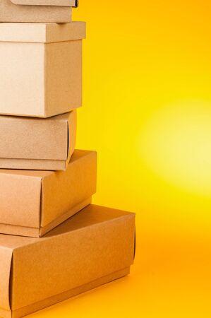 黄色の背景のボックス