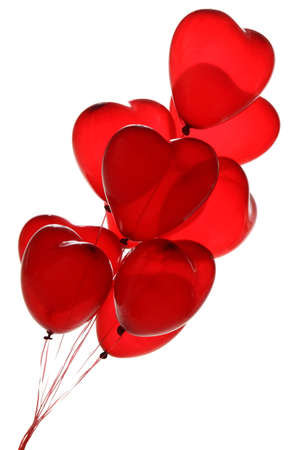globo: globos de color rojo del coraz�n sobre un fondo blanco