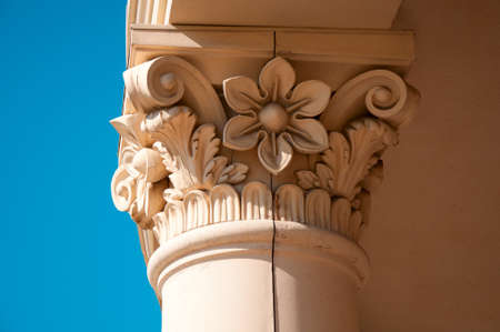 Decorative columns in the design of buildings