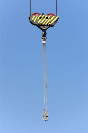 erect: Lifting crane hook