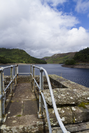 elan: The Garreg-ddu Reservoir, in the mid welsh hills surrounded by hills. Elan Valley, Powys, Wales, United Kingdom, Europe. Stock Photo