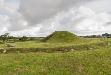 chambered: Bryn Celli Ddu, Anglesey, is one of the finest prehistoric passage tombs in Wales, United Kingdom.