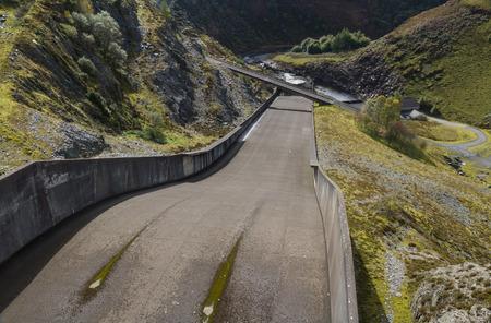 Spillway of the Llyne Brianne reservoir, which dams the Rover Towy. Llanwrtyd Wells, Powys, Wales, United Kingdom, Europe. Фото со стока