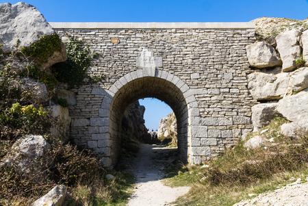 tout: Lanos Bridge, old limestone bridge. Tout Quarry, Fortuneswell, Weymouth, Dorset, England, United Kingdom.