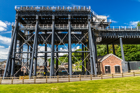 boat lift: The Anderton Boat Lift, which raises narrowboats between River Weaver the Trent and Mersey Canal. England, United Kingdom.