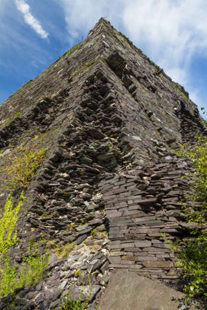 cymru: Structure Pyramid that was mount for cables. Disused Dorothea Slate Quarry, Nantlle, Gwynedd, Wales, United Kingdom.