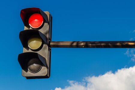 Parigi Francia, semaforo con luce rossa
