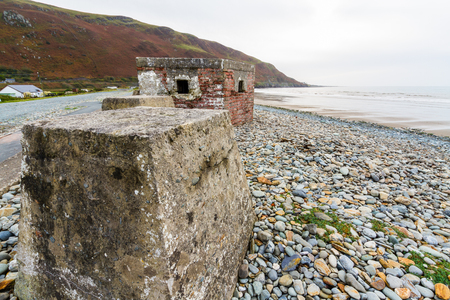 repel: Anti-tank cubes from World War II to prevent invasion. Fairbourne beach, North Wales, United Kingdom, Europe Stock Photo