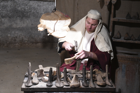 ISPICA (RG) - ITALY/SICILY 1 1 2018: The living nativity scene of Ispica is said to be the most beautiful in Sicily, here arrived at the 20th edition. In the picture, a cobbler Editoriali